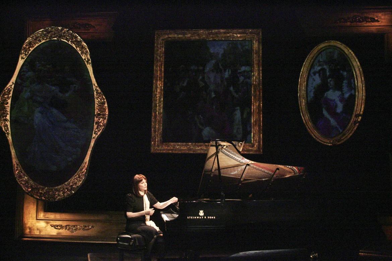 21_Mona Golabek in The Pianist of Willesden Lane_Courtesy of Hershey Felder Presents